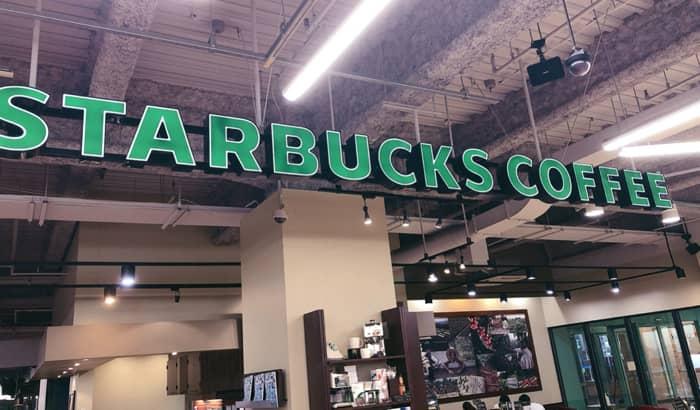 現在、スターバックスコーヒーでd払いはできない…